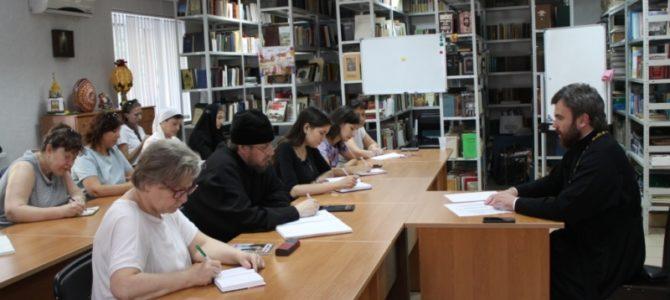 На базе ДПЦ «София» состоялось рабочее совещание по подведению итогов учебного 2017/18 года в воскресных школах и учебно-воспитательных группах